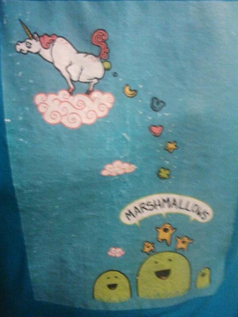 Unicorn_poops_T-shirt_Annka
